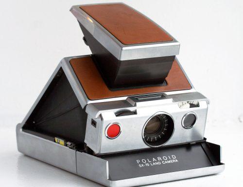 Da Andy Warhol al rapimento Moro: 70 anni di Polaroid, la madre di tutti i selfie