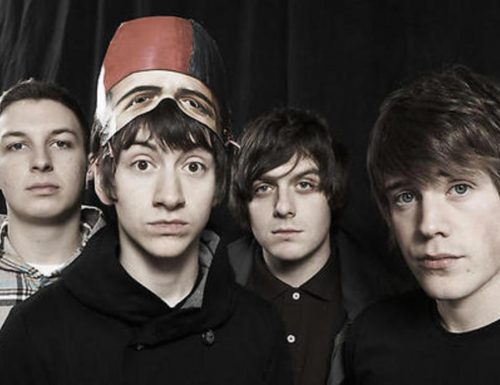 Arctic Monkeys, 15 anni fa il primo concerto con una cover di Fatboy Slim